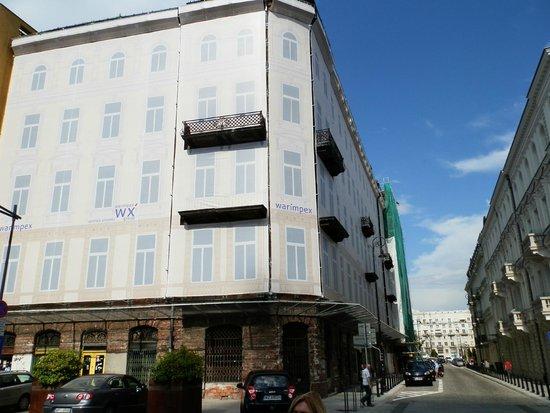 Prozna Street (Ulica Prozna): fachada cubierta