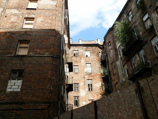 Prozna Street (Ulica Prozna): patios interiores