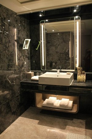 Royal Plaza Hotel: lavabo