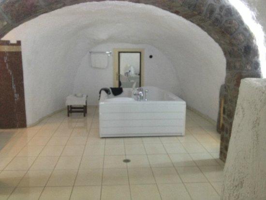 Agnadema Apartments: This was the highlight - the bathroom!