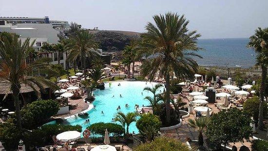 Gran Castillo Tagoro Family & Fun Playa Blanca: Piscinas de la línea de mar