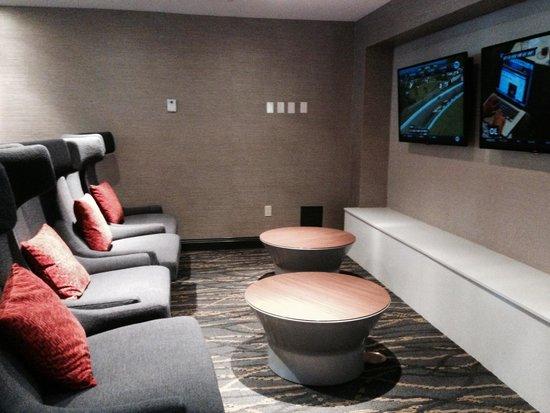 Hilton Cocoa Beach Oceanfront: Lobby Entertainment