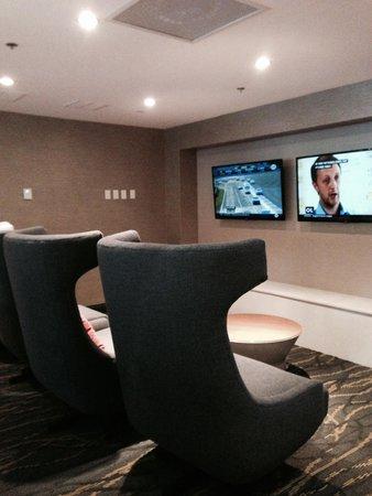 Hilton Cocoa Beach Oceanfront: Lobby TV's