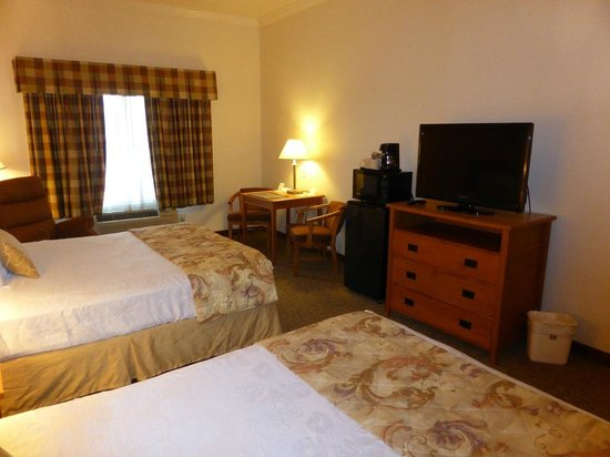 BEST WESTERN PLUS Grapevine Inn: comfortable room with 2 queen beds