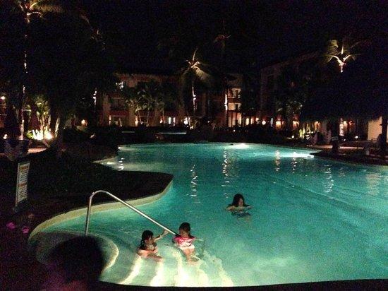 Plaza Pelicanos Club Beach Resort : DE NOCHE SE VE DE LUJO EL LUGAR