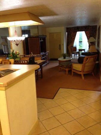 Parkway International Resort: Living area
