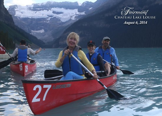Fairmont Chateau Lake Louise: Canoeing on Lake Louise