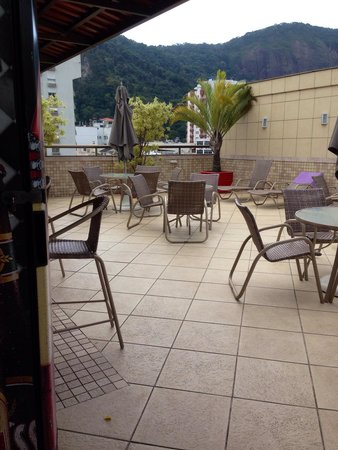 Hotel Mar Palace Copacabana: Área da piscina e bar na cobertura