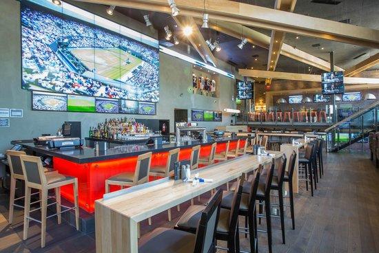 Sandman Signature Kamloops Hotel: On-site Dining: Shark Club Sports Bar & Grill