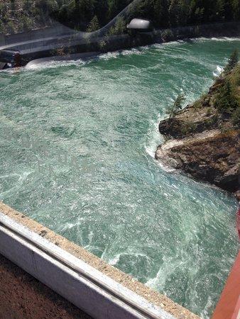 Revelstoke Dam Visitor Centre: The Columbia River