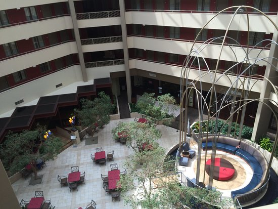 Crowne Plaza Arlington Suites: Inside from 5th floor....