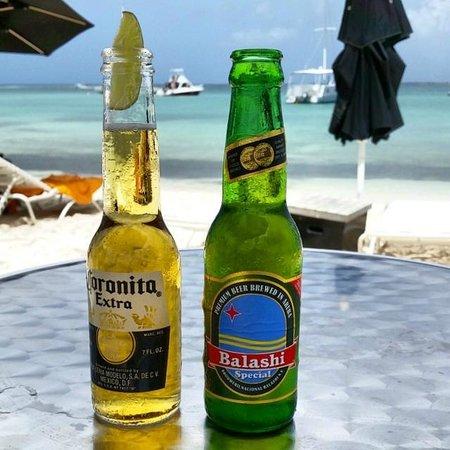 Nikki Beach Bar: Mar e cerveja...