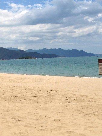 Sheraton Nha Trang Hotel and Spa: Пляж