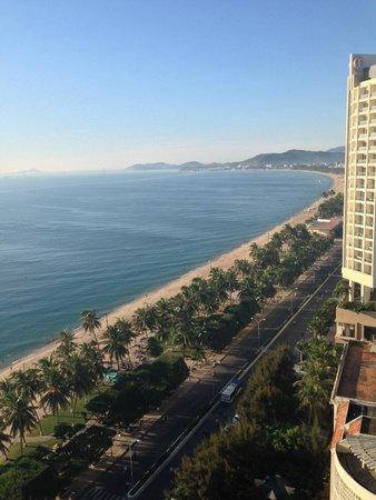 Sheraton Nha Trang Hotel and Spa: Зона отелей и пляж
