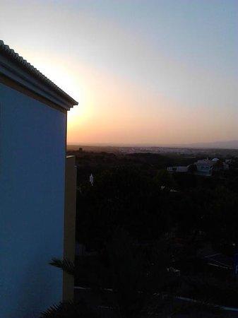 Vale d'El Rei Suite & Villas Hotel: tramonto da camera