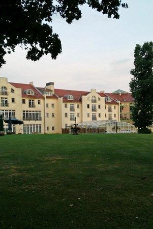 Golfclub Schloss Teschow: Landhotell Schloss, baksida