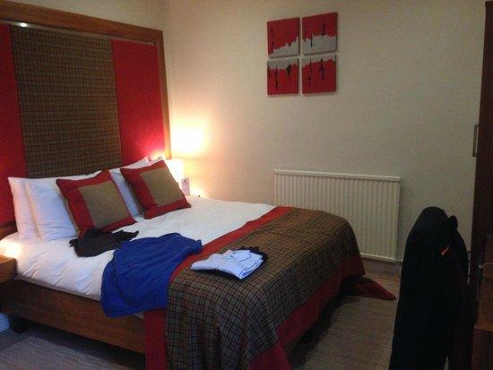 Glenmoriston Town House: Petite chambre très sobrement décorée ...