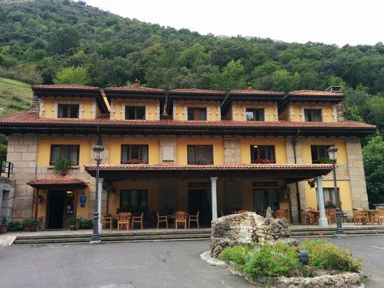 Hotel La Casa de Juansabeli: El hotel desde el párking (gratuito)