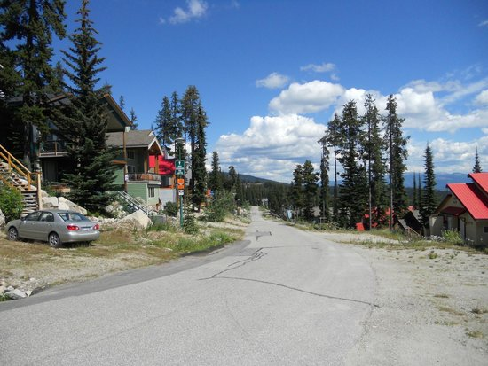 Big White Ski Resort : Snow Pine Road