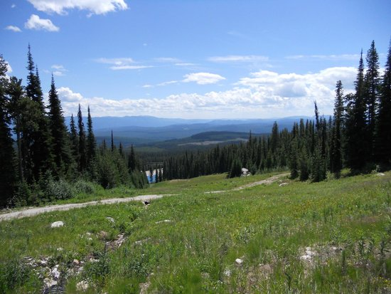 Big White Ski Resort : view to the Monashee Mnts