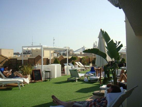 Royal Plaza Hotel : ESPACE PISCINE