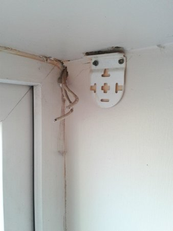College Crest Guest House: wires coming out of wall & bracket hanging of wall