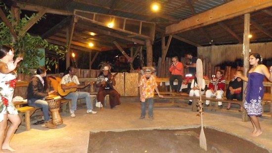 Te Ra'ai: Esperando el Umu con música y baile