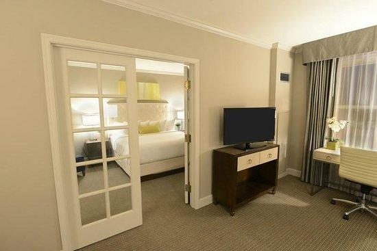 Magnolia Hotel St. Louis: King Suite