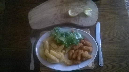 The Flask Inn Restaurant: Scampi and Chips