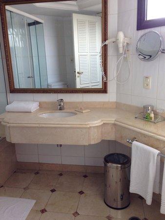 Grand Mercure São Paulo Ibirapuera : Spacious bath