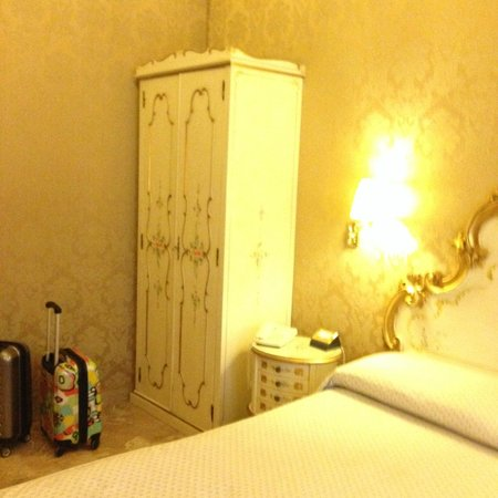 Hotel Canaletto: Muebles