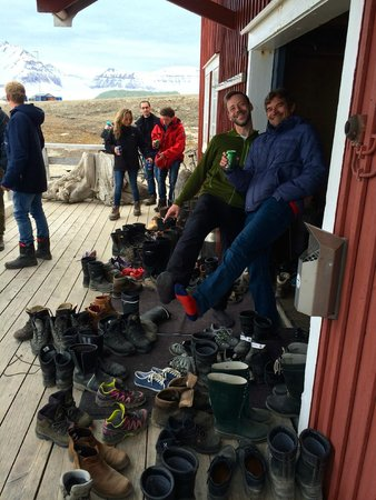 Ny Ålesund + The most Northern Town : Mellageret Kafe - World Northernmost Bar - No shoes in !