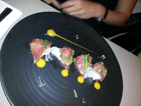 L'Essentiel: entrée thon rouge , crabe et mangue