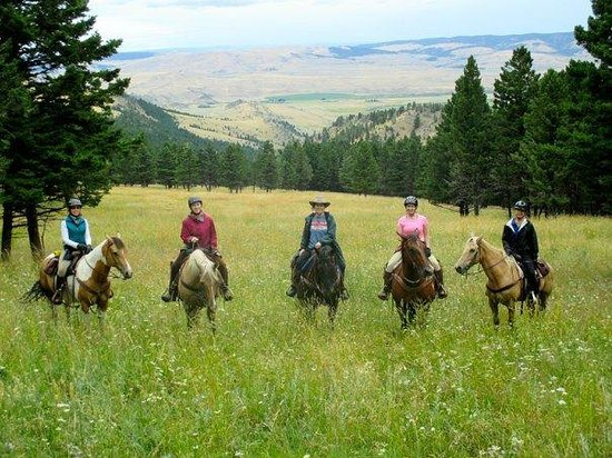 Bonanza Creek Guest Ranch: Out on a ride at the ranch