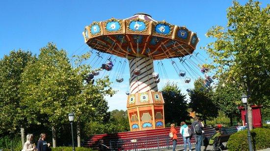 Super splash picture of plopsaland de panne de panne for Chaise volante