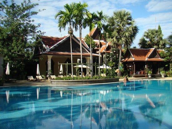 Borei Angkor Resort & Spa: vista da piscina