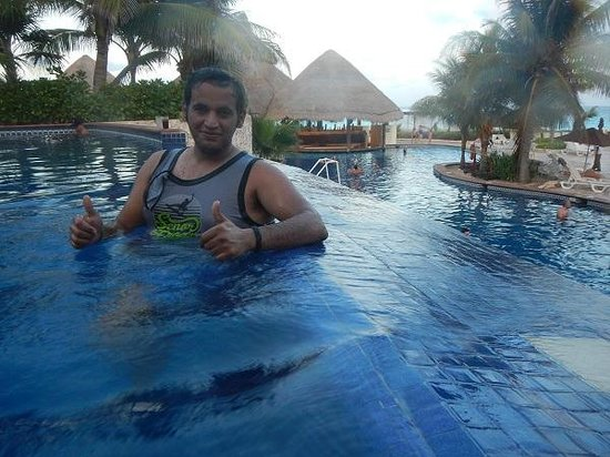 Fiesta Americana Condesa Cancun All Inclusive: Multilevel pool at the end of the day