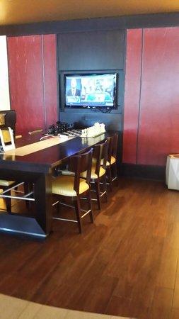 Washington Dulles Airport Marriott : Quick stop desk for those needing a break