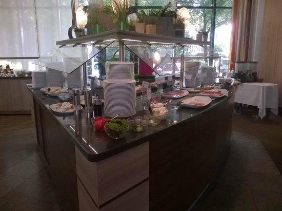 Park Inn by Radisson Koeln City West: Buffet du petit-déjeuner
