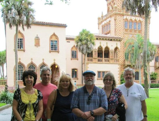 Ca d'Zan Mansion: Our group in front of the entrance to Ca' d'Zan
