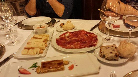 Parador Hostal Dos Reis Catolicos Restaurant: jamon y queso