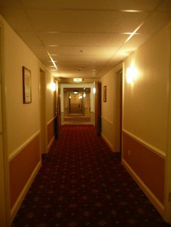 Warner Cricket St. Thomas Hotel : Corridor in the Leisure Centre
