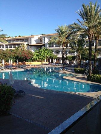 Beach Club Font de Sa Cala: piscine california
