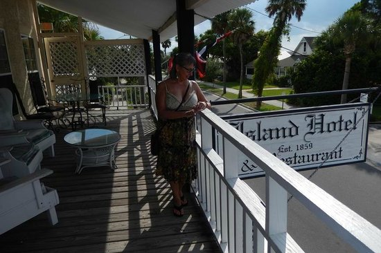 Island Hotel & Restaurant: second floor balcony