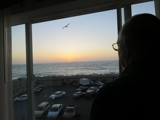Holiday Inn Express Hotel & Suites Pacifica: Sunset from ocean view room