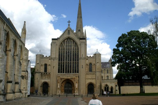 Norwich Cathedral: front