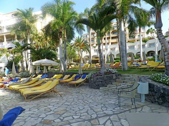Jardines de Nivaria - Adrian Hoteles: hamacas 10.00h