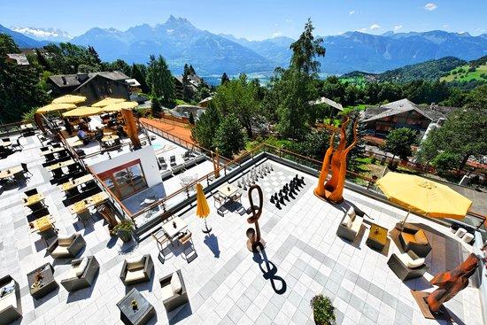 Panoramic Restaurant: Terrasse avec vue sur les Alpes