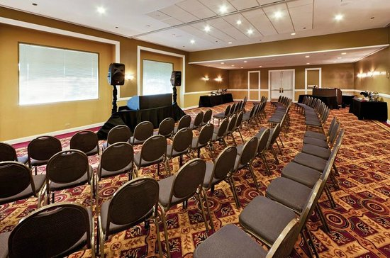 Wyndham Glenview Suites Chicago North : Small Meeting Room