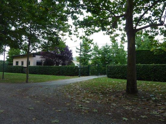 Parco Sassi Hotel : Accès hotel par le parc